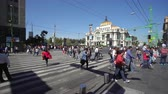 congestionamento : Mexico City downtown. Crowd of people walking on the street