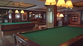 sznúker : Luxury bar and billiard room in a cruise ship