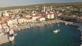 dalmácia : Flight over cozy mediterranean city downtown - Croatia, Brac island