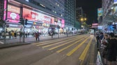 sétálóutca : Timelapse shot of crowded shopping street, pedestrian crossing in Hong Kong at night - October 2018: Nathan road, Hong Kong, China Stock mozgókép