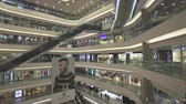 эскалатор : Large shopping mall in Hong Kong. Escalators in Time Square shopping center. Gimbal dolly shot - October 2018: Hong Kong China