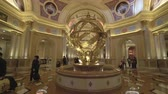 фреска : Venetian casino and hotel interior. Gimbal tracking shot - October 2018: Macau, China Стоковые видеозаписи