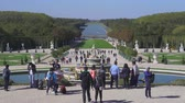 pó : Garden of Versailles palace. Tourists in the fountain - September 2018: Versailles, France