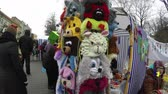 żyrafa : VILNIUS, LITHUANIA - MARCH 06, 2015: Various playful animal face hats sold in outdoor market fair  on March 06, 2015 in Vilnius, Lithuania. Vendors and customers in marketplace. Hand shot. 4K