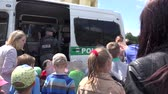 granada : VILNIUS, LITHUANIA - MAY 31,2015: Police equipment demonstration for children on May 31, 2015 in Vilnius, Lithuania. National children day. Static shot. 4K Vídeos