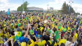 kostarika : ST. PETERSBURG, RUSSIA - JUNE 22, 2018: Brazilian football fans are happy with the victory over Costa Rica of their team in the square next to the stadium on june 22, 2018 Dostupné videozáznamy
