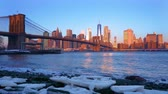 Panoramic view of Brooklyn bridge and Manhattan at sunrise, New York City. Стоковые видеозаписи
