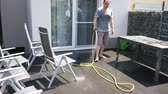 hadice : Outdoor cement floor cleaning with high pressure water jet Dostupné videozáznamy