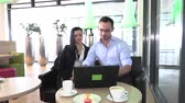 gerçek : business meeting in a cafe to discuss future plans Stok Video