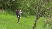 moederdag : Mom walks with her little son