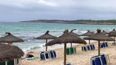 зонтик : beach umbrellas on the coast of Mallorca Стоковые видеозаписи