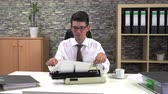daktilo : secretary is typing at a table with a cup of coffee in the workplace Stok Video