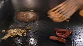 the chef prepares ingredients for the hamburger on the plate 動画素材