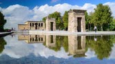 egypťan : MADRID, SPAIN - CIRCA 2014: Tourists walk around the Temple of Debod. The ancient Egyptian temple was gifted to Spain.