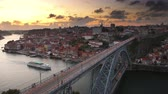 ponte : Porto, Portugal old town skyline over Dom Luis I Bridge at dusk.
