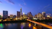 nuit : Austin, Texas, USA downtown skyline time lapse on the Colorado River.