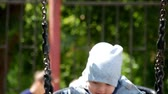 младенец : Baby boy swing and having fun in park.