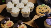 biscoitos : Cupcakes with icing hat and legs. Delicious Muffin like witch. Halloween concept Stock Footage