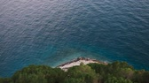 cipreste : Beautiful view from the cliff mountain to the beach of Makarska through the pine forest. Dalmatia, Croatia. Stock Footage