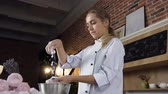 sideview : Female confectioner decoraiting marshmallow using powdered sugar. Stock Footage