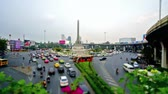 exército : Timelapse of the chaotic traffic in Thanon Phaya Thai square in Bangkok, Thailand Vídeos