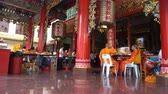 китайский квартал : some monks in the Chinese temple at Chinatown in Bangkok, Thailand Стоковые видеозаписи