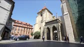 romanesk : the church of the Order of Malta in the historic center in Prague, Czech Republic Stok Video