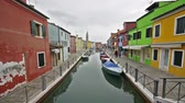 muren : Timelapse view of the colors of houses in Burano Stockvideo