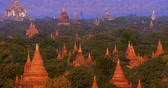 arqueológico : Aerial view of many ancient Buddhist temples in Bagan historical site in Myanmar Burma. Popular travel destination and Asian landmark