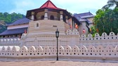 реликвия : Traveling to Sri Lanka. Beautiful architecture of Buddhist temple in Kandy town. Sacred Buddha Tooth temple or Sri Dalada Maligawa at sunny day panoramic view