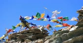 himalaia : Travel to Himalaya mountains. Buddhist prayer flags move on wind against blue sky. Ladakh, India travel destinations