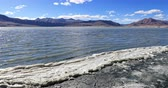 экспедиция : Tso Kar salted high altitude lake in Himalaya mountains. Beautiful nature landscape of Ladakh travel destination and natural landmarks Стоковые видеозаписи