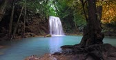szmaragd : Waterfall in paradise forest. Majestic nature of tropical jungle