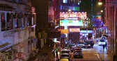 čínská čtvrť : Hong Kong nightlife city background. Street view of ordinary life in downtown district of asian metropolis Dostupné videozáznamy