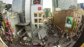 розничная торговля : Seoul City 192. Time lapse of people walking and shopping on a busy street.