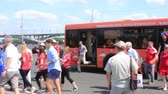 fãs : Nizhny Novgorod, Russia - June 24, 2018: It is one of the cities of the World Cup 2018 in Russia. Guests of the championship move closer to the stadium on shuttles