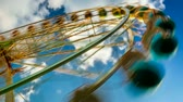 circo : Timelapse amusement park with blue sky and clouds Vídeos