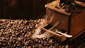 café expresso : Aroma of roasted coffee Stock Footage