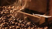 боб : Smell of freshly ground coffee