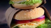 жареный : Fresh takeaway burger with eggs