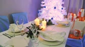 noruega : Christmas tree with presents and beautiful tableware