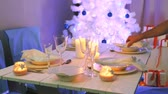 toalha de mesa : Blue and white decorations on the Christmas table Vídeos