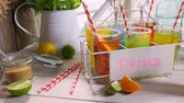 refrescante : Fresh lemonade with fruit in sunny kitchen