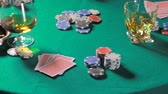 jogos de azar : Rotating table with poker cards whiskey and cigar