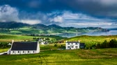 дом : Sunny day in the Staffin town , Skye Island, Scotland, 4k, Timelapse