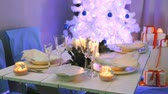 toalha de mesa : Beautifully decorated white Christmas table