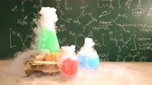 tóxico : Chemical reaction in beakers, laboratory school