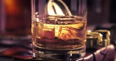 koňak : Zooming out of melting ice with whisky in the glass