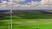 udržitelnost : Flying above white wind turbines as alternative energy, Poland