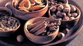 condimenti : Closeup of Christmas spices in bowls on the table